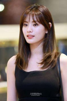 Ideas haircut medium asian bangs for 2019 Korean Hairstyle Medium Bangs, Short Hair With Bangs, Haircuts With Bangs, Layered Haircuts, Hairstyles With Bangs, Girl Hairstyles, Asian Hairstyles, Korean Medium Hair, Korean Hairstyles Women