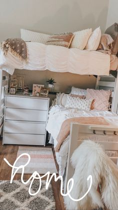 Seashore Household Decor – Decor That Resonates Along With The Surroundings - Decoration is Art College Bedroom Decor, Cool Dorm Rooms, Room Ideas Bedroom, College Dorm Rooms, Pink Dorm Rooms, Sorority House Rooms, Sorority Houses, Dorm Room Designs, Dorm Room Organization