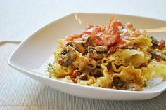 Bandnudeln mit Champignons, getrockneten Tomaten & saurer Sahne