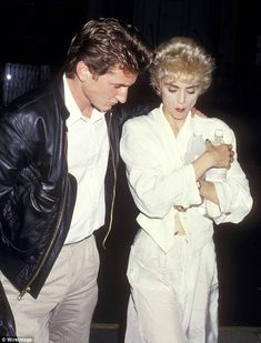 It seems that Madonna was able to see the funny side of her rocky first marriage to Sean Penn, as she told the audience to her Rebel Heart Tour in Brooklyn on Saturday night. Sean Penn, Divas, Bad Boys Actors, Madonna Art, Still Love Her, Madison Square Garden, Famous Couples, Girls World, Beleza