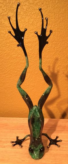 Showoff by Frogman Tim Cotterill Bronze Frog