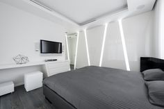 Geometrix Design has created an exciting new apartment with futuristic design elements that are truly unforgettable. The architects, Helen Miroshkina and Miroshkin Michael, clearly have an eye for angles and form. White Bedroom Design, Modern Bedroom, Minimalist Design, Modern Design, Design Elements, Futuristic Interior, White Apartment, Expensive Houses, Apartment Interior Design