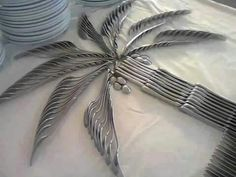 Funny pictures about Clever Cutlery Art. Oh, and cool pics about Clever Cutlery Art. Also, Clever Cutlery Art photos. Deco Buffet, Cutlery Art, Cutlery Designs, Flatware Set, Tree Centerpieces, Centrepieces, Tropical Centerpieces, Tropical Decor, Luau Party