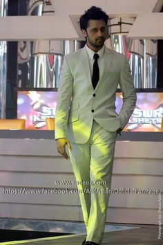 Atif Aslam a Well dressed man.