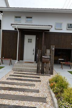 Hemingway House, Zen Space, Diy Garage, Wood Planks, Pathways, Landscape Architecture, Garden Inspiration, Entrance, New Homes