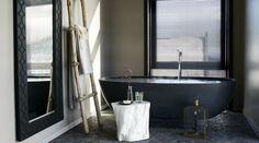 Best overnatting i Norge Black Tub, Masonry Work, Big Bathrooms, Beautiful Bathrooms, Bathtub Shower, Interior Decorating, Interior Design, Cabin Interiors, Bathroom Interior