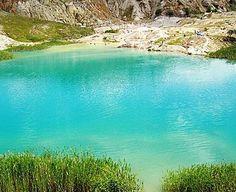 Laguna Albastră - un lac românesc spectaculos - Financiarul. Romania Travel, Mountain Resort, Far Away, Dream Vacations, Beautiful Landscapes, The Good Place, Beautiful Places, Amazing Places, Cool Pictures