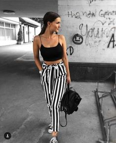 fc3d8b6baa 30+ Outfits Blanco y Negro que te Encantarán (2018)