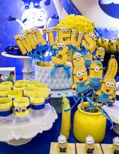 Uma decoração linda e rica nos detalhes.Venha se apaixonar por esta Festa Minions!Imagens Mundo Caramelo Festas.Lindas ideias e muita inspiração.Bjs, Fabíola Teles.Mais ideias lindas: Mundo Ca... Minion Birthday, Minion Party, Birthday Cake, Flamingo Party, Afternoon Tea, Baby Mickey Mouse, Minion Banana, First Birthdays, Disney Princess