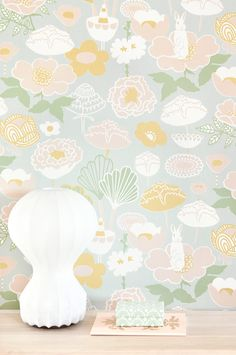 Curious rabbits and fabulous stylised flowers in dusky pastel hues take us straight to the land of sweet dreams. With its arty graphic design and s. Easy Up, Teintes Pastel, Motif Vintage, Lit Wallpaper, Waste Paper, Basic Colors, Retro, Bunt, Designer