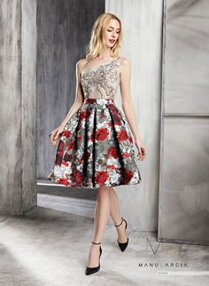 Short youth dress plaited in printed brocade cut at the waist. The body is asymmetrical neckline of chantilly topped with lace, it has a crystal embroidery in the center of the chest. Printed Skirt Outfit, Skirt Outfits, Dress Skirt, Casual Outfits, Short Dresses, Prom Dresses, Wedding Dresses, Mini Dresses, Party Wear