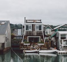 house, boat, and home kép Future House, My House, Boat House, Water House, Exterior Design, Interior And Exterior, Beautiful Homes, Beautiful Places, Beautiful Buildings