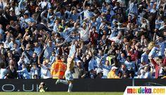 Etihad Stadium meledak usai gol Sergio Aguero. Manchester City juara setelah menunggu 44 tahun.