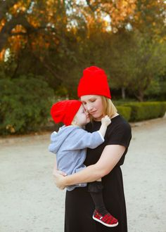 I love these mommy and me red beanies! | Mommy and Me Outfit Ideas | Mommy and Me Style | Mommy and Me Fashion Tips || Lipgloss and Crayons