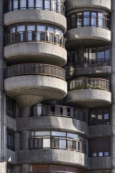 Torres Blancas, a 71-metre-high building, with its cylindrical details that lend it an organic feel, is Conte's own favourite. Spanish Architecture, Organic Architecture, Le Corbusier, Chandigarh, Open House Madrid, Heritage Institute, Visit Madrid, Military Housing, Brutalist Buildings