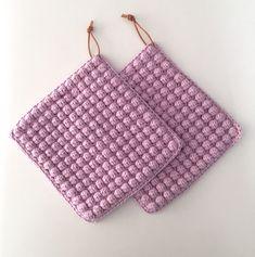 Crochet Motifs, Crochet Potholders, Granny Square Crochet Pattern, Crochet Squares, Crochet Diy, Crochet Home, Knitting Patterns, Crochet Patterns, Bobble Stitch
