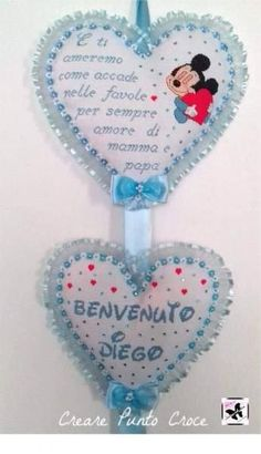 Coccarda cuori topolino Cross Stitch Baby, Minnie Mouse, Shabby Chic, Christmas Ornaments, Holiday Decor, Door Hangings, Cross Stitch, Embroidery, Christmas Ornament