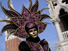 Le carnaval de Venise 2010 se déroulera du 6 au 16 février. Voici le programme: Spectacle inaugural Samedi 6 février, 21h00 - Place Saint Marc Avec la présence habituelle d'un artiste célèbre pour ouvrir le Carnaval 2010 sur le ton du divertissement et...