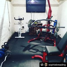 #Repost @sophiebreading with @repostapp  Let's put on some Busted & get this leg day done! #legday #busted #bodysolid #builtforlife #girlswholift  #girlswithmuscle