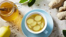 How to Boost Your Immunity and Solve Common Sickness with Ginger Recipes - The Real Healthy Thing Ginger Tea, Fresh Ginger, Strep Throat Remedies, Home Remedies, Natural Remedies, Antidepresivo Natural, Heart Disease Risk Factors, Low Blood Sugar, Chamomile Tea