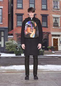 La pré-collection Givenchy automne-hiver 2014-2015 http://www.vogue.fr/vogue-hommes/mode/diaporama/le-backpack-arty-de-givenchy-homme-sac-a-dos/19879#!la-pre-collection-givenchy-automne-hiver-2014-2015