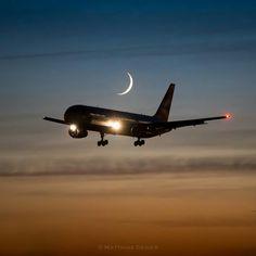 British Airways Boeing 767-336/ER evening approach