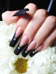 Trendy Chanel Black Velvet Matte Nail Polish