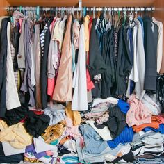 Messy Room, Small Wardrobe, Marie Kondo, Declutter Your Home, Organization Hacks, Organizing Tips, Cleaning Hacks, Things To Sell, Stylish