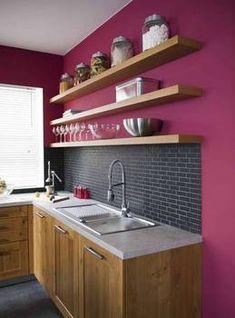 étagère murale dans la cuisine