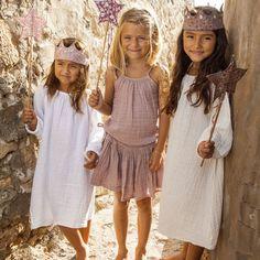 Top Mia et jupe tutu - rose fané NUMERO 74 l little-home. Jupe Tutu Rose, Little Fashion, Kids Fashion, Girls Dresses, Flower Girl Dresses, Diy Mode, White Long Sleeve Dress, Estilo Boho, S Girls