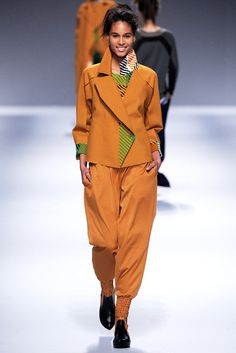 Issey Miyake - Fall 2013 Ready-to-Wear - Look 20 of 43