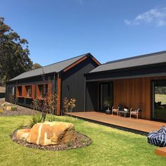 This shed/barn/farm house is totally my jam. I love the clean lines, concrete floors and wide open spaces. Our Sunday Home Inspiration… House Cladding, Exterior Cladding, Facade House, Timber Cladding, Modern Barn House, Barn House Plans, Metal Building Homes, Building A House, Casa Patio