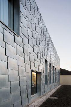 Wine shop, Penthalaz (Switzerland) by Deillon Delley Sàrl Architectes, Bulle #facade #façade #zinc #VMZINC #architecture #design #shop #Switzerland #Suisse #