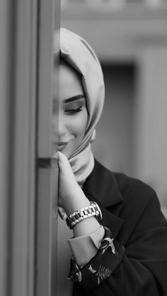 Hijabi Girl Photography - The different types of Hijabi Girl Photography that you can get are coming out soon and they will all provide more revealing. Hijab Fashion Summer, Modest Fashion Hijab, Beautiful Hijab Girl, Beautiful Girl Photo, Hijabi Girl, Girl Hijab, Girl Photo Poses, Girl Photography Poses, Mode Turban