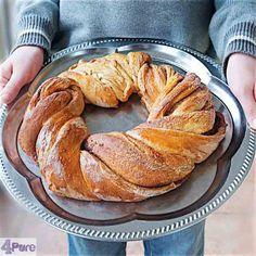 Cinnamon wreath bread