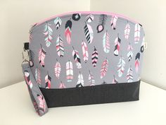 Large Zip Bag, Project Bag, Knitting Bag, Sweater Bag, Knitting Project Bag, Pink Feathers Bag by MoAndMi on Etsy https://www.etsy.com/au/listing/534616511/large-zip-bag-project-bag-knitting-bag