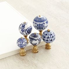 Give your lamps sophisticated global flair with these timeless Blue & White Finials. Each one is handmade of porcelain and hand painted in a traditional Asian-inspired motif. Mix and match styles. Antelope Rug, Blue White Kitchens, Small Kitchens, Small Bathrooms, Blue Rooms, Blue Bedroom, Master Bedroom, Chinoiserie Chic, Humming Bird Feeders