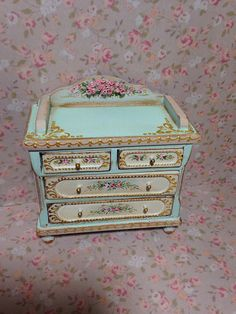 Comoda verde flores. Dollhouse furniture. 1/12