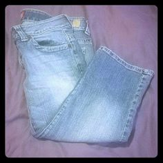 Guess jeans capris Size 30 but runs small so it's more like a size 29 guess jeans Jeans