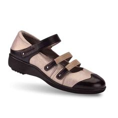 Gravity Defyer Women's Sivan Black Silver Flats 10 M US >>> Read more  at the image link.