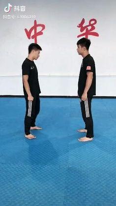 Krav Maga Self Defense, Self Defense Moves, Self Defense Martial Arts, Martial Arts Styles, Martial Arts Techniques, Self Defense Techniques, Kickboxing Workout, Gym Workout Videos, Gym Workout For Beginners
