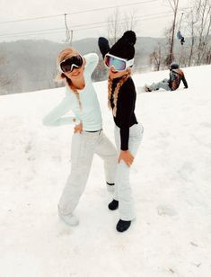 Mode Au Ski, Chalet Girl, Snowboarding Style, Snowboard Girl, Ski Girl, Winter Photos, Snow Skiing, Winter Outfits, Cold