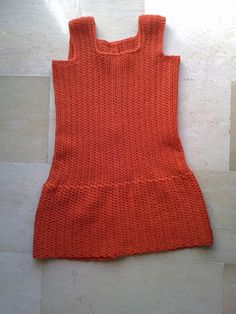 This dress is quite easy to crochet. Sideways, like one can see on the last photo.