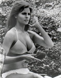 Raquel Welch - bikini, 1960s