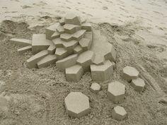 Des châteaux de sable géométriques chateau sable geometrique 051 720x540