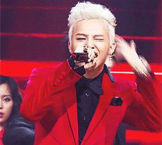 Ji Yong, man, normally I don't like red, but I can't help but love it sometimes...
