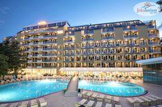 Ofertele de vacanță pentru vara 2️⃣0️⃣2️⃣1️⃣ continuă să apară, iar noi, cu gândul la vremuri mai bune, ne bucurăm de ele ❤ Deoarece ne place la mare în #Bulgaria, #hotelVizitat HVD VIVA 4* 🕌 din #NisipuriDeAur are acum până la ⚠ 26% Reducere #EarlyBooking ⚠ HVD VIVA 4* se află lângă plaja privată cu nisip 🏖, într-o zonă liniștită și oferă cazare în regim #AllInclusive 🥗 Dispune de echipă de animație, loc de joacă și piscină pentru… Kusadasi, Hotels, Light Project, Travelogue, Dubrovnik, Antalya, Tenerife, Jacuzzi, Cancun