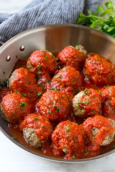 MOZZARELLA STUFFED MEATBALLS yummy These mozzarella stuffed meatballs are a fun twist on the classic recipe - serve these meatballs as a party appetizer or over a big plate of spaghetti for a hearty meal! Meatball Recipes, Beef Recipes, Cooking Recipes, Healthy Recipes, Meatball Dish, Burger Recipes, Chipotle Sauce, Sauces, Pizza