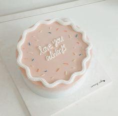 Pretty Birthday Cakes, Pretty Cakes, Beautiful Cakes, Mini Cakes, Cupcake Cakes, Simple Cake Designs, Simple Cakes, Comida Diy, Pastel Cakes