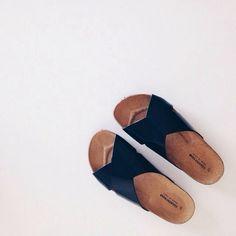 Simple sandal.